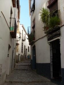 Typische Gasse in der Altstadt (Albaic¡n) von Granada