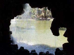 Wasserfall im Parque del Buen Retiro