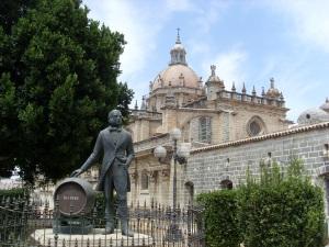 Denkmal Gonzalez Byass vor der Kathedrale