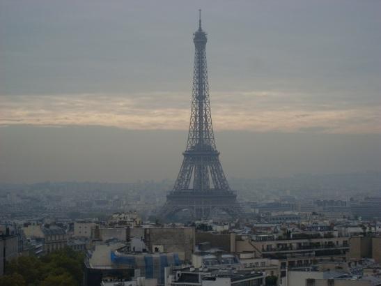Tour Eiffel im morgendlichen Smog