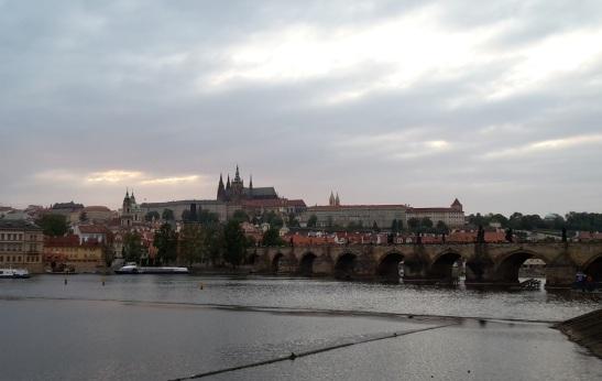 01_KarlsbrБcke und Prager Burg am Abend