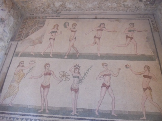 01 Vielleicht die ersten Bikinis der Welt