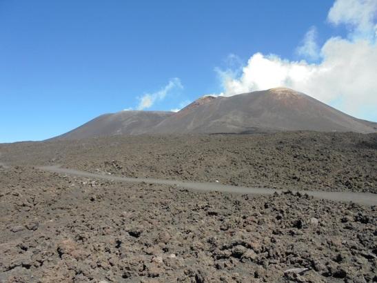 01 Zum Greifen nah - der Hauptkrater des Etna